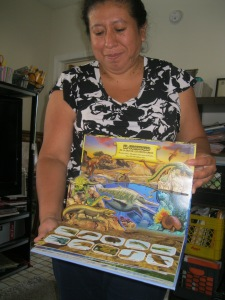 """""""Tras las huellas de los dinasaurios,"""" a pop-up book in Spanish about the dinosaur age, is a perpetual favorite at Rosella's program, Virgen de Guadalupe Home Day Care."""