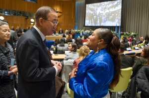 UN Secretary General Ban Ki Moon thanks Dionne for her performance